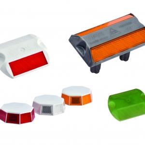 Retroreflexné dopravné gombíky